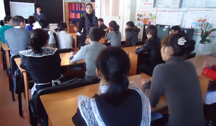 Volunteer university students worked in pairs to teach the pilot post-conflict civic education course to 1,200 ninth graders at 44 secondary schools.